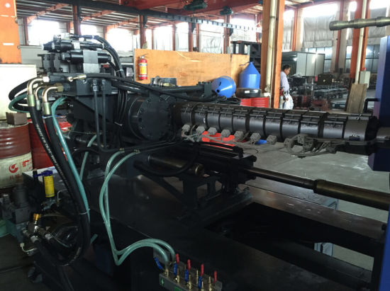 Bottle Preform Injection Molding Machine and Plastic Injection Mould Machine pictures & photos