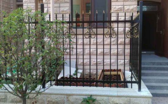 Classic Decorative High Quality Wrought Iron Security Fence pictures & photos