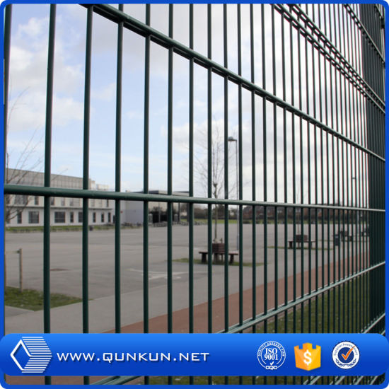 China 868mm, 565mm PVC Coated and Galvanized Wire Mesh Fencing ...