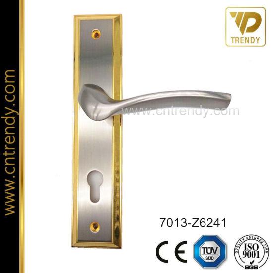China Backplate Wooden Door Handle Lock Set Front Door Handle 7013