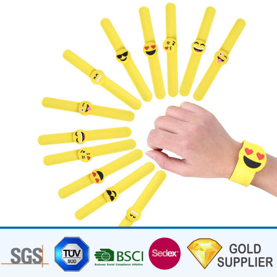 Free Sample Cheap Custom Design Fashion Rubber Colorful Silicon Snap Wristband Embossed Debossed Logo Sports Cartoon Emoji Slap Bracelet for Promotion pictures & photos