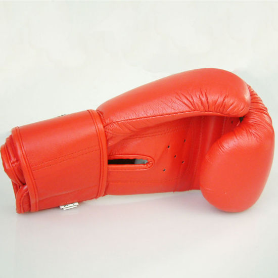 Customied Logo Boxing Gloves pictures & photos