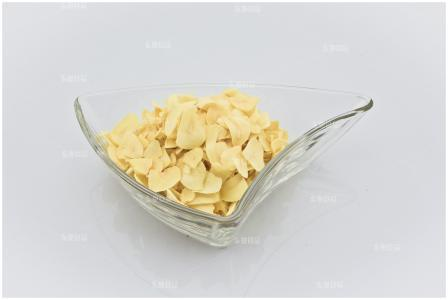 Good Quality Dehydrated Garlic Flake (without root) pictures & photos