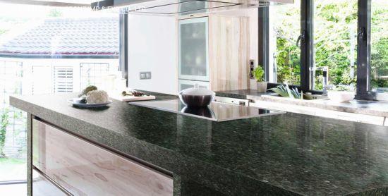 Wholesale Pre-Fabricated Quartz/Marble White/Black/Grey Stone Ubatuba Green Granite Kitchen Vanity Tops Countertop
