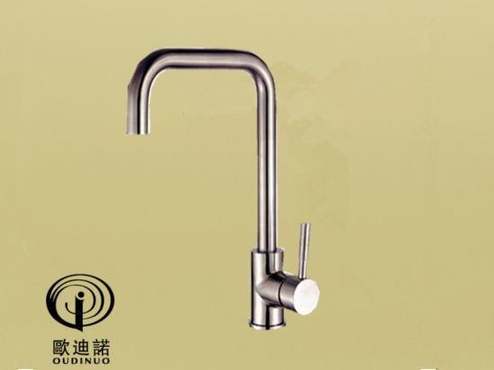 SUS 304 European Hot Selling Sink Level Sink Taps /Kitchen Faucet Sk8005-1