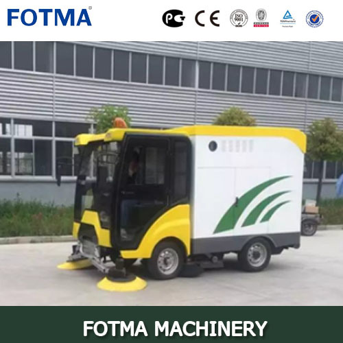 Multifunction Diesel Engine Outdoor Sweeping Vehicle pictures & photos