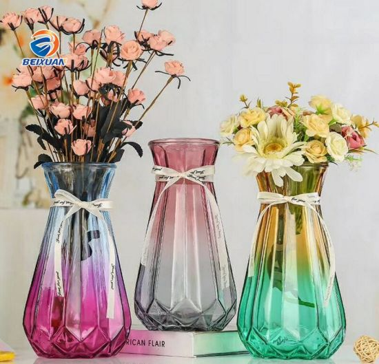 Wholesale Cheap Price Beautiful Glass Vase Flower Bottle pictures & photos