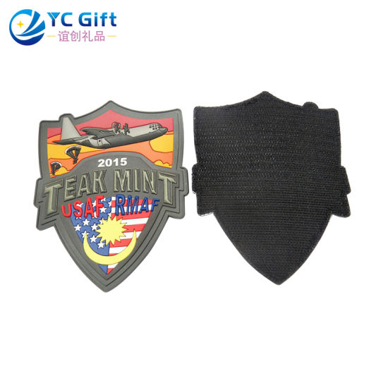 China Customized 3D PVC Tactical Gear Police Flag Patches Fashion Heat Transfer Military Apparel Accessories Clothing Label Applique for Wholesale (PT13-B)