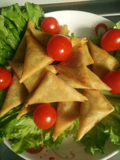 Fresh Hand-Made Vegetable Samosa 12.5g * 96 pieces /Carton Boxes pictures & photos