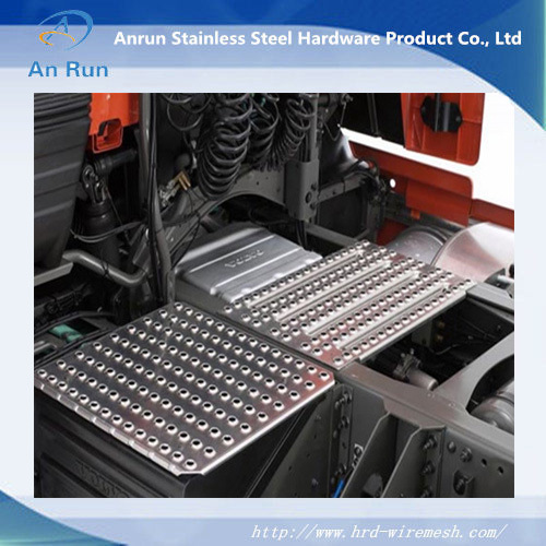 Anti- Skid Perforated Metal Plate (ISO9001: 2008) pictures & photos