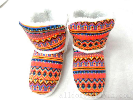 Women′s Warm Winter Knitted Indoor Slippers Knit Boots pictures & photos
