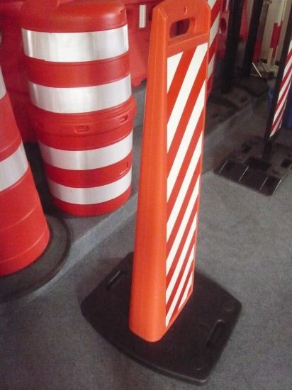 Interlocking T-Handle Seperaed Framwork 1110mm Warning Board with Rubber Base pictures & photos