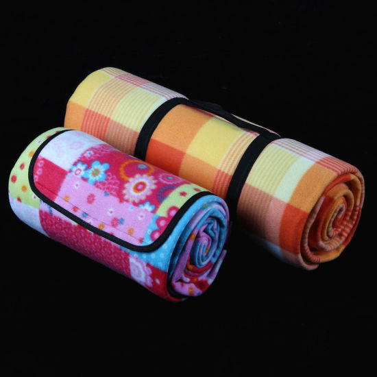 Outdoor Waterproof Picnic Blankets Plaids Throws with Backside Aluminum Film