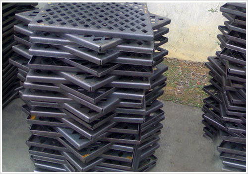 Tec-Sieve Square Hole Perforated Metal Mesh with Folded Edges