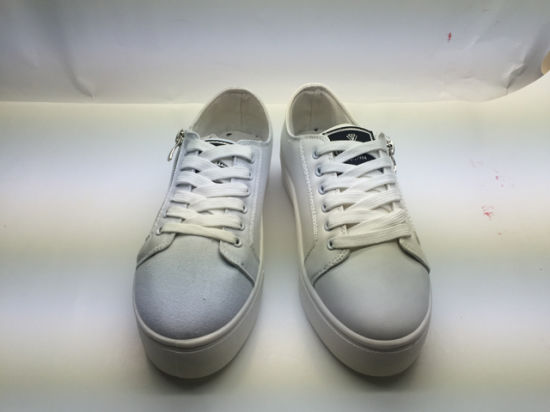 Latest Stylish Low Top Women Lace-up Canvas Shoes (6131) pictures & photos