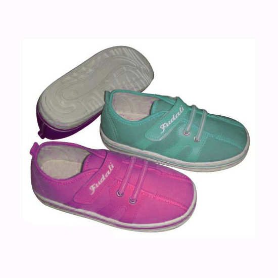 Comfortable Children′s Canvas Shoes with Injection Outsole pictures & photos