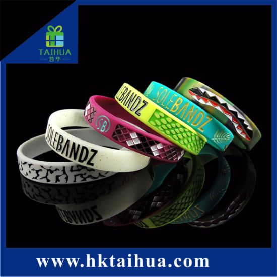 Fashion Customized Embossed Color Filled Silicone Wristband/Bracelet with Thb-001 pictures & photos