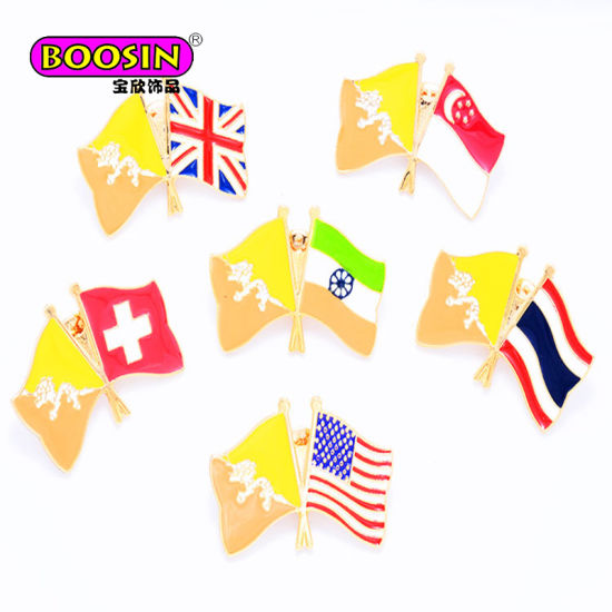 2017 Custom Metal Enamel Country Flag Badge Lapel Pin for Decoration pictures & photos