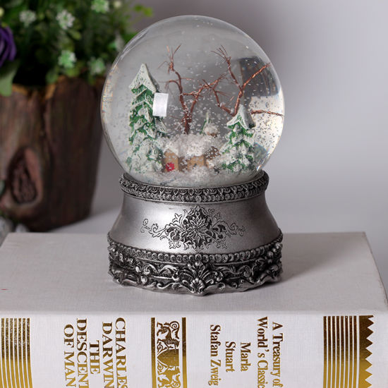 Customized Resin Snow Globe with Music for Christmas Deco pictures & photos