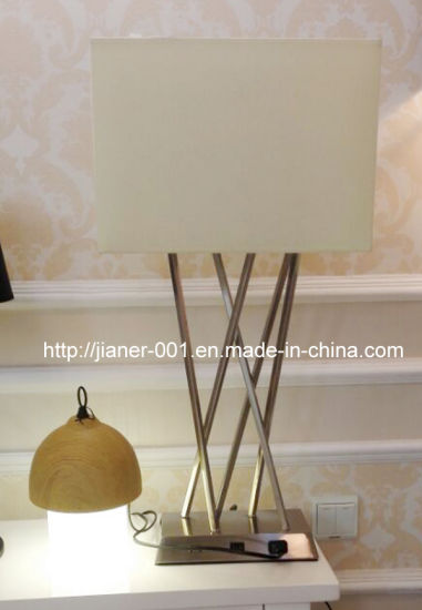 Contemporary Bedroom USB Desk Table Lamp Light for Home in Begie Fabric Shade, H700mm pictures & photos