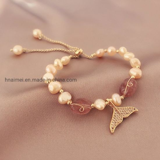 Charming Natural Freshwater Baroque Pearl Strawberry Quartz String Fish Tail Pendant Bracelet pictures & photos