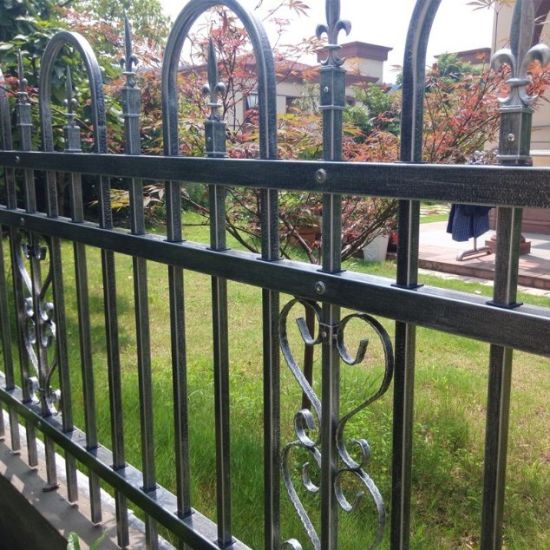 High Quality Steel Metal Picket Fence Panels in Stock for America pictures & photos