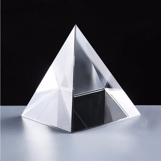 High Quality and Beautiful Transparent Crystal Pyramid pictures & photos