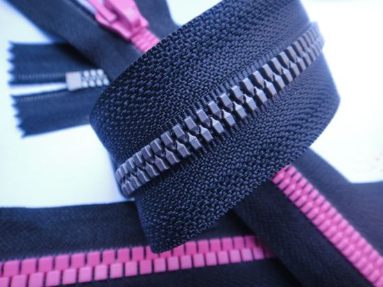5#8# Plastic Open-End Zipper with Colored Teeth, Good Quality