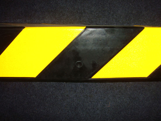 Parking Lots Safety Recycled Rubber Corner Protectors pictures & photos