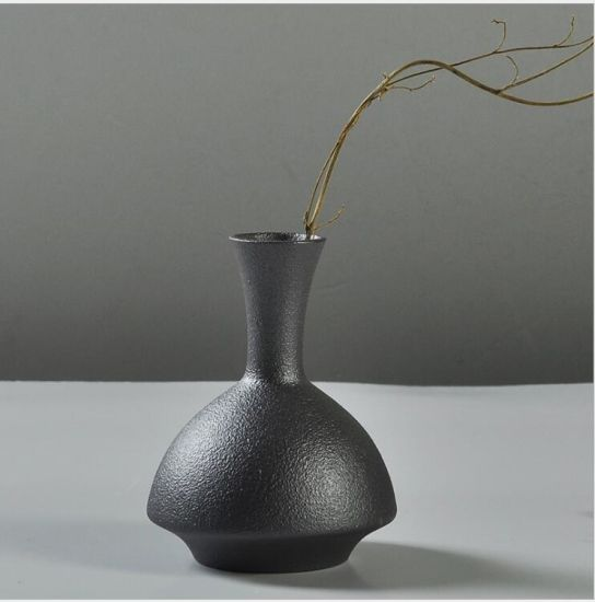 Modern Fashion Personality Special-Shaped Ceramic Black Vase pictures & photos