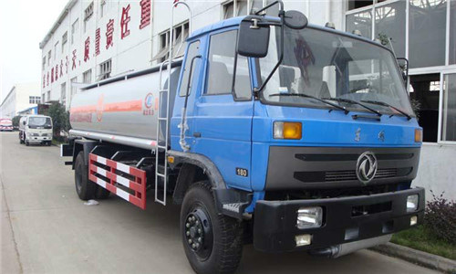 3300 Gallon Dongfeng 4X2 190HP Fuel Oil Tanker Transport Truck pictures & photos