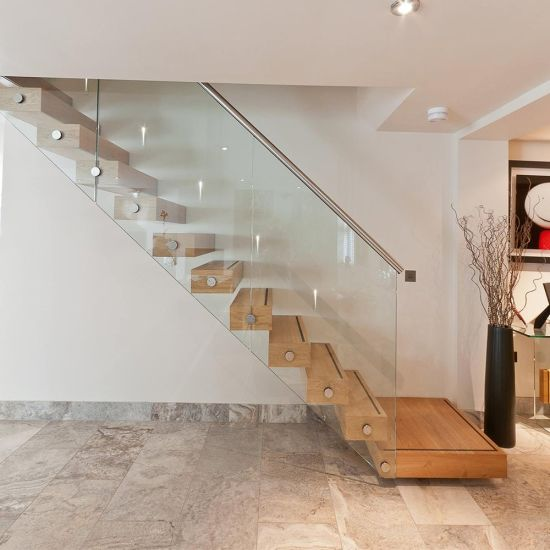 Red Oak Wood Tread Floating Stairs / Cantilevered Staircase
