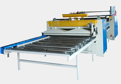 Semi-Automatic Hot Roll Laminating Line in Woodworking pictures & photos