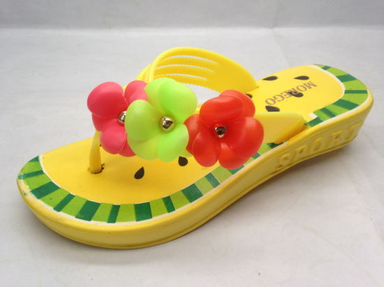 Childern′s EVA Fashion Colorful Slippers Cute Flip Flops (21GL1607) pictures & photos