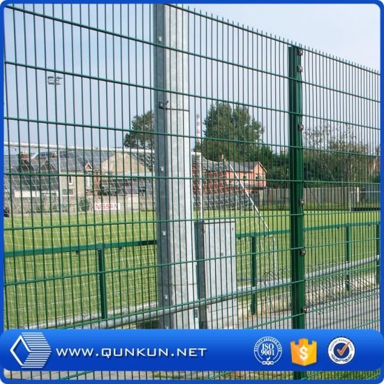 China 2.153mx1.886m PVC Coated Welded Wire Fence Post Spacing for ...