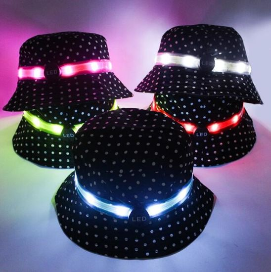 Fashion Custom Embroidery Logo Light up Sport Men Cap Hat with LED Lights pictures & photos