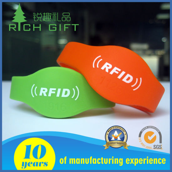 Waterproof Smart NFC/RFID Chip Silicone Wristband for Swimming Club pictures & photos