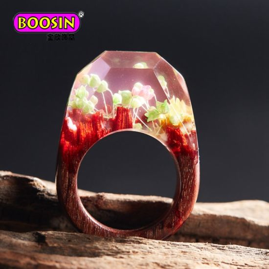 Customized Handmade Resin Wooden Rings with Natural Flower for Woman pictures & photos