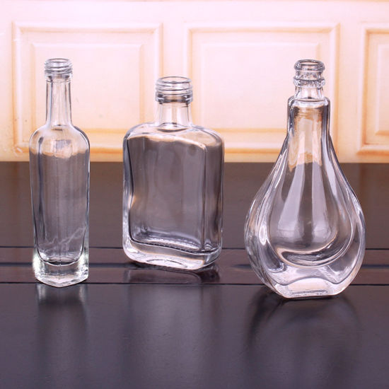 China Different Sizes Glass Wine Liquor Bottle - China Glass Wine Bottle  and Wine Bottle price