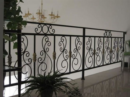 Galvanized Wrought Iron Solid Bar Fencing /Black Powder Coated Steel Farm Fences pictures & photos