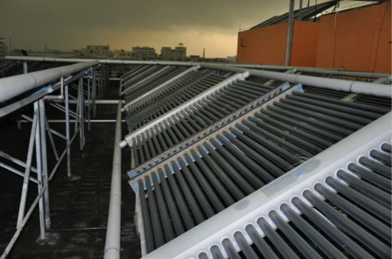 Vacuum Tube Pressurized Solar Water Heater pictures & photos