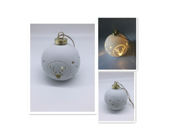 Carved Reindeer Design Christmas Ball Lighted pictures & photos