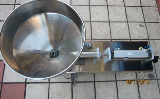 Full Stainless Steel Pneumatic Filling Machine pictures & photos