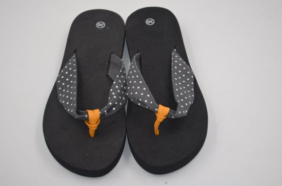 fda67dbda89a China Customize Cheap Summer Flop Flips Beach Slippers - China Women ...