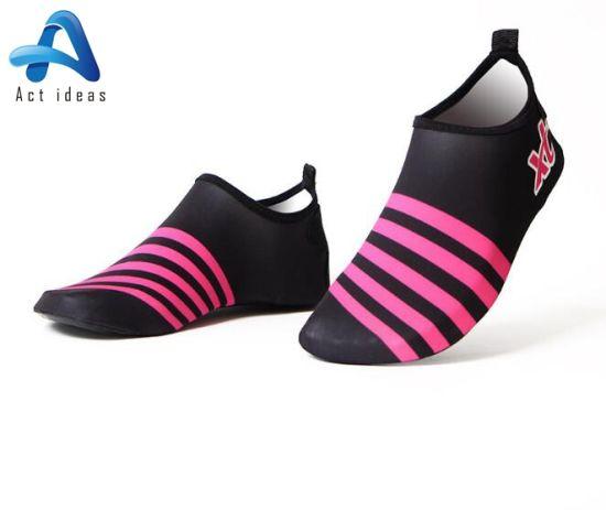 Wholesale Men's Swim Shoes Beach Shoes Water Barefoot Shoes