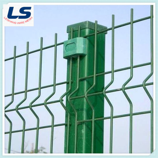 Green Wire Mesh Fence with Triangular Bend 50X200mm pictures & photos