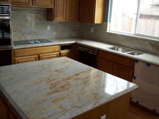River Gold Granite Kitchen Work Top pictures & photos