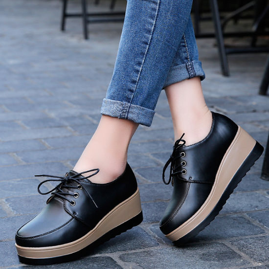 China Latest Design Women Leather Shoes