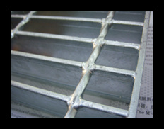 2015 New Design Hot DIP Galvanized Steel Grating with Mesh pictures & photos