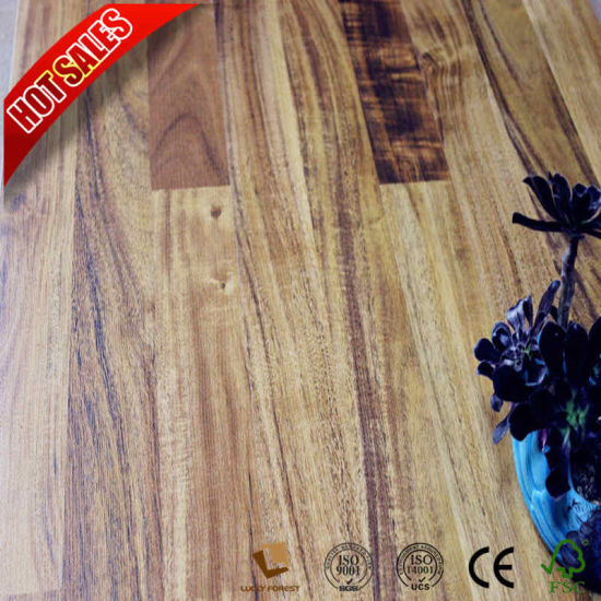 China Small Embossed Traditional Living Laminate Flooring En 13329
